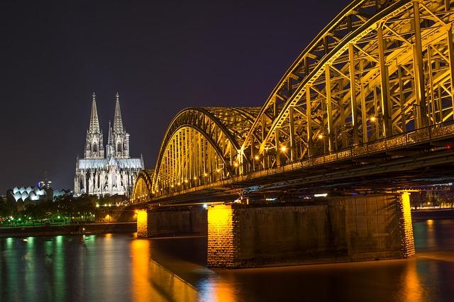 imagen colonia catedral de noche