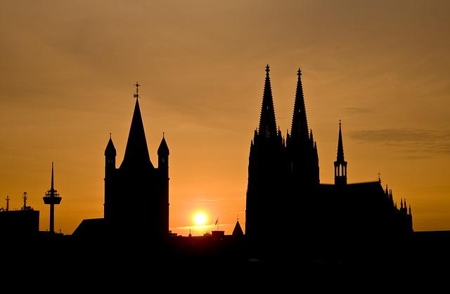 atardecer y vista de la catedral de colonia