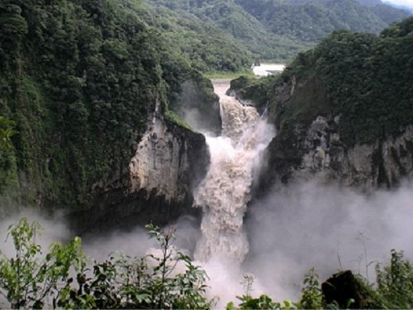 imagen ecuador cascada